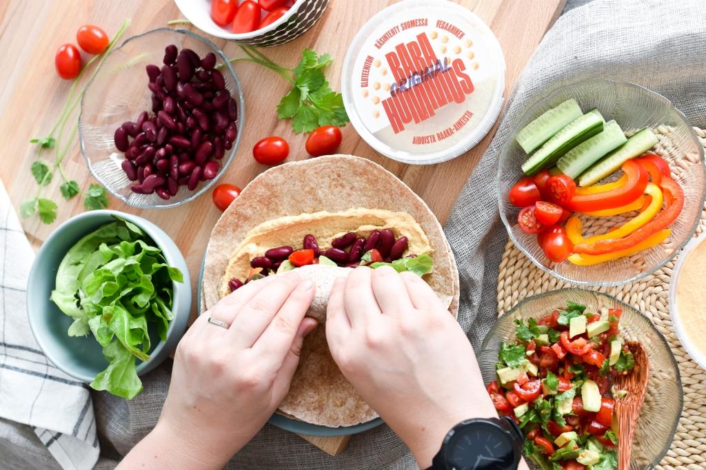 Helppo resepti: Hummuswrap kasvistäytteillä