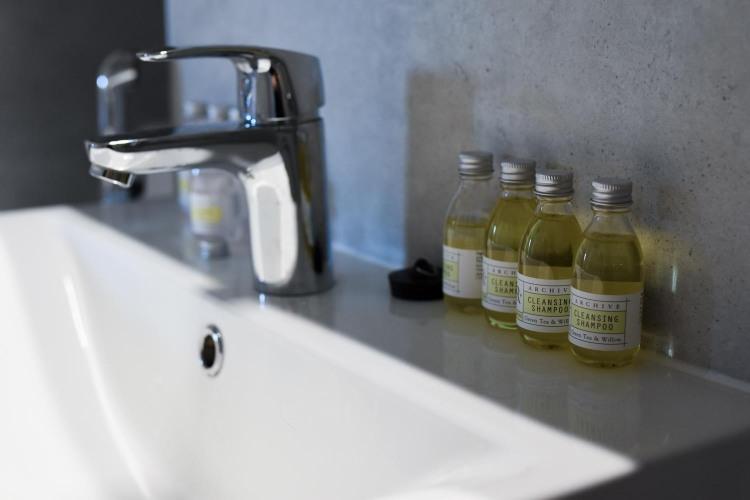 Naantali City Apartments - kylpyhuone - shampoo