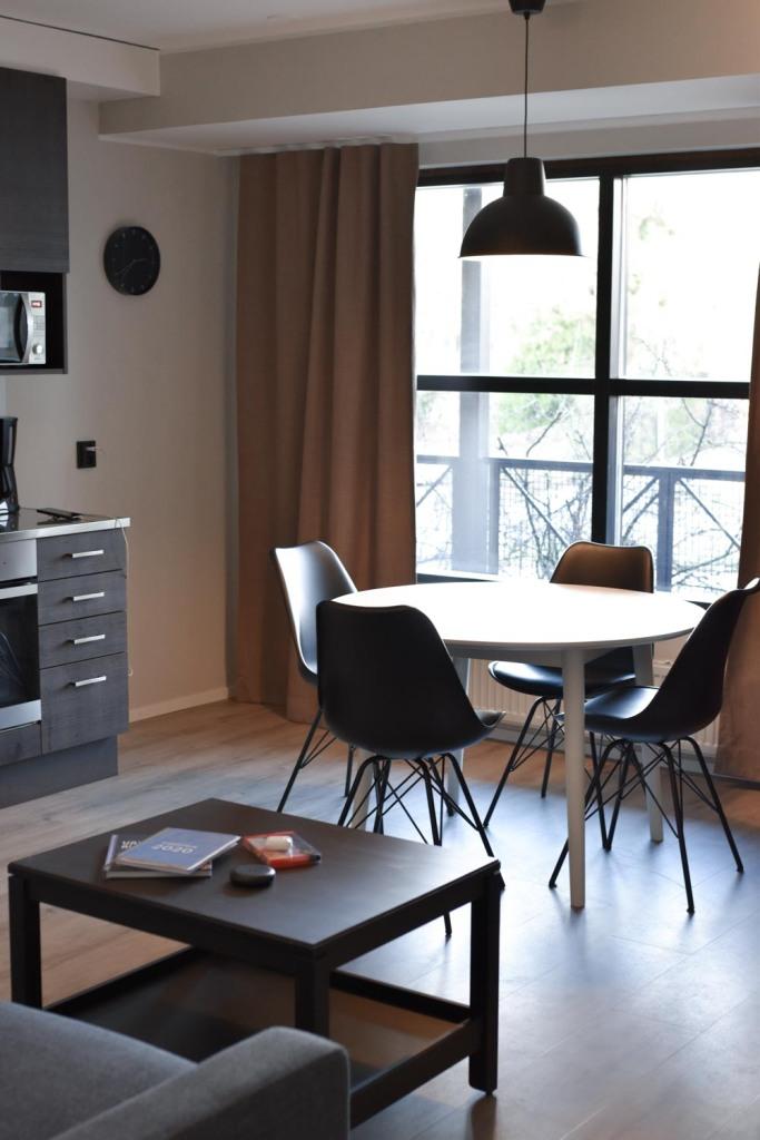 Naantali City Apartments - olohuone ja ruokailutila